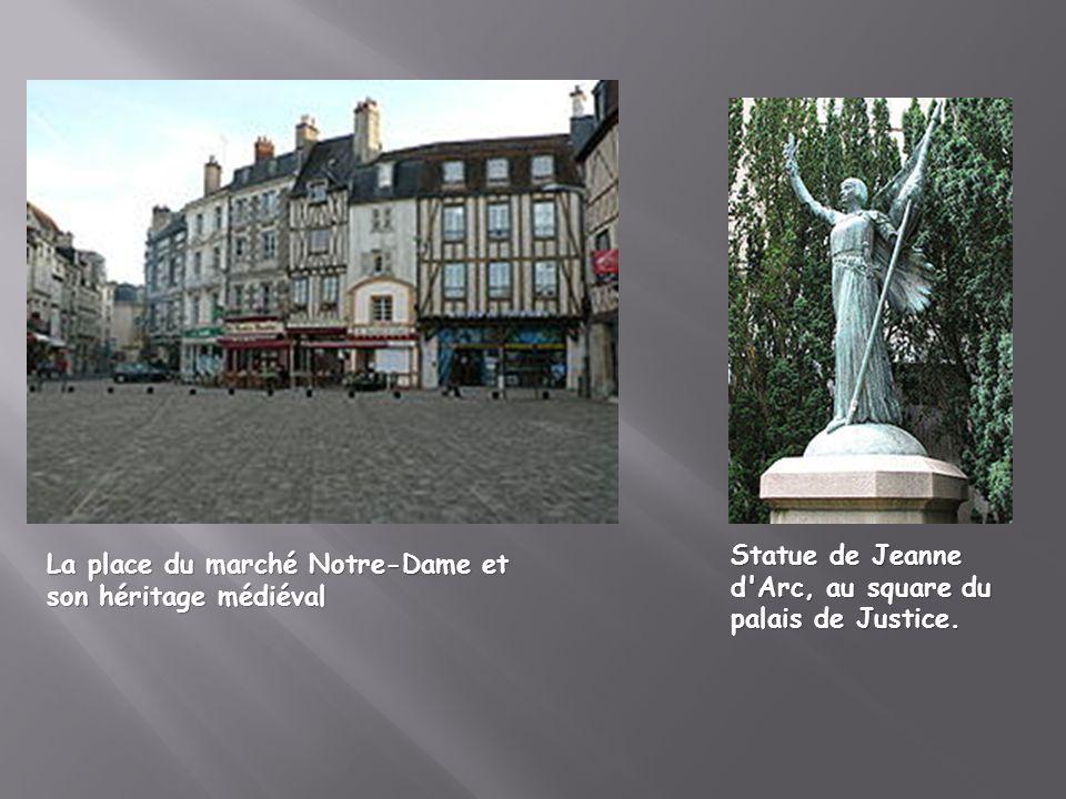 La place du marché Notre-Dame et son héritage médiéval Statue de Jeanne d'Arc, au square du palais de Justice.