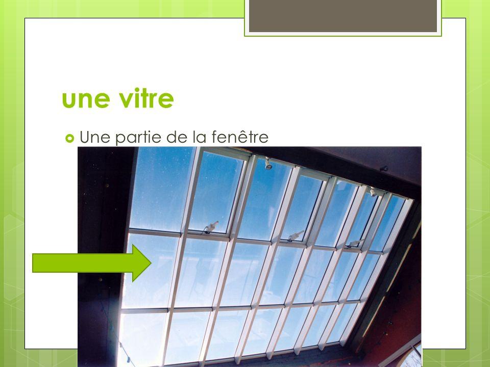 une vitre Une partie de la fenêtre