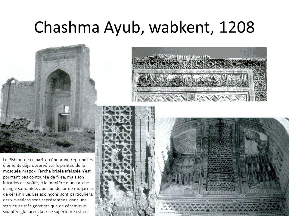 Chashma Ayub, wabkent, 1208 Le Pishtaq de ce hazira-cénotaphe reprend les éléments déjà observé sur le pishtaq de la mosquée magok, larche brisée afai