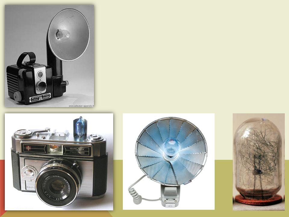 Une évolution fut le Flashcube Qui comportait quatre ampoules de petite taille sur quatre faces d un cube qui pivotait de 90° à chaque prise de vue.