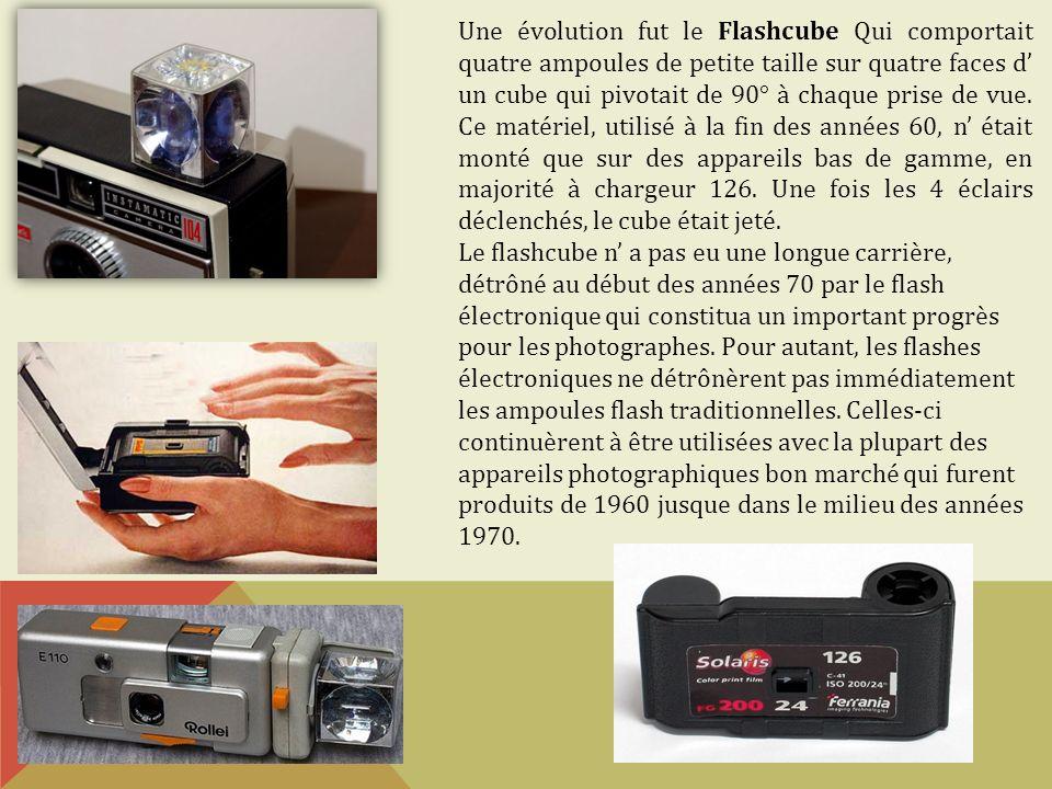 Liaison boitier-flash Dans une utilisation simple, la liaison entre le flash et le boitier est totalement transparente pour lutilisateur, car elle se fait automatiquement par des contacts électriques lorsque lon fixe le flash sur la griffe.