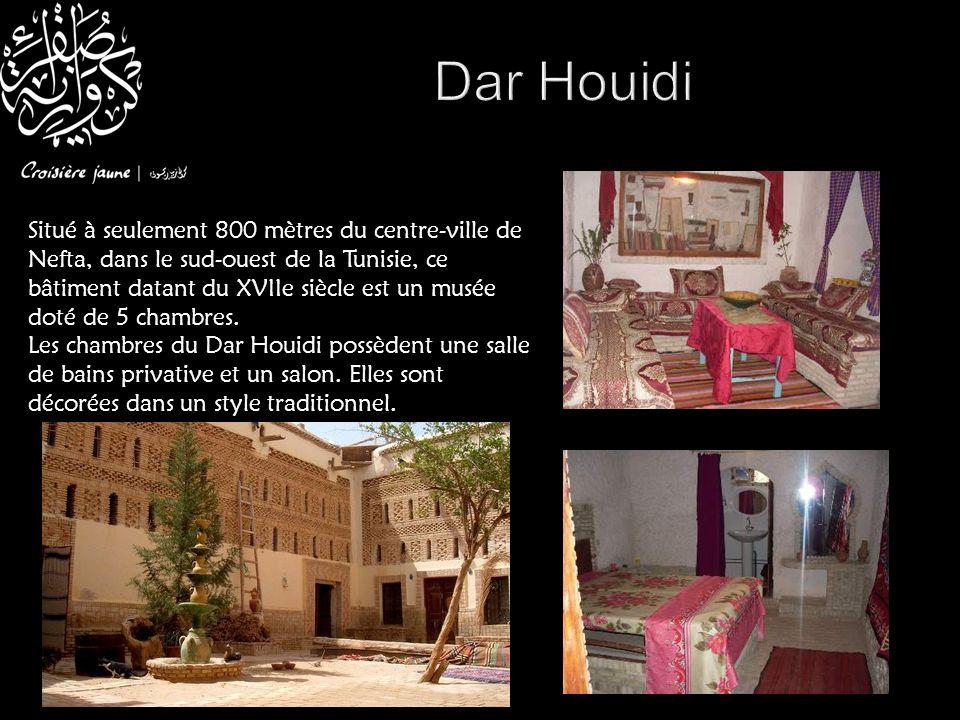 Situé à seulement 800 mètres du centre-ville de Nefta, dans le sud-ouest de la Tunisie, ce bâtiment datant du XVIIe siècle est un musée doté de 5 cham