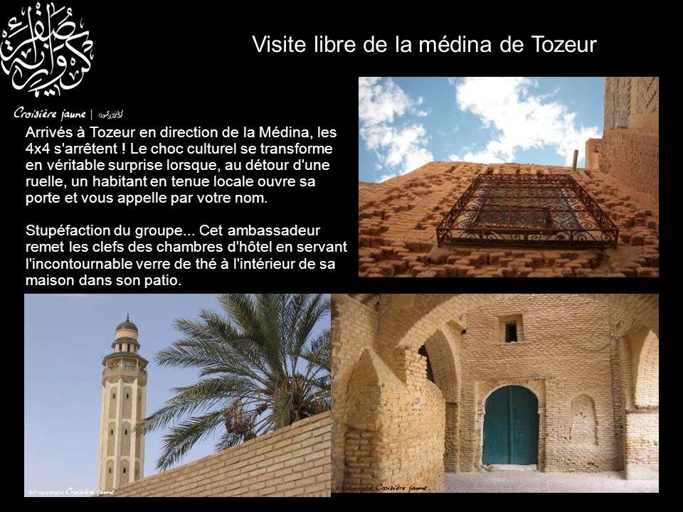 Visite libre de la médina de Tozeur Arrivés à Tozeur en direction de la Médina, les 4x4 s'arrêtent ! Le choc culturel se transforme en véritable surpr