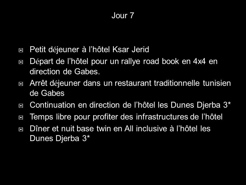 Petit d é jeuner à lhôtel Ksar Jerid D é part de lhôtel pour un rallye road book en 4x4 en direction de Gabes. Arrêt d é jeuner dans un restaurant tra
