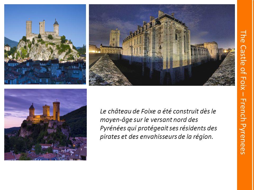 The Castle of Foix – French Pyrenees Le château de Foixe a été construit dès le moyen-âge sur le versant nord des Pyrénées qui protégeait ses résidents des pirates et des envahisseurs de la région.