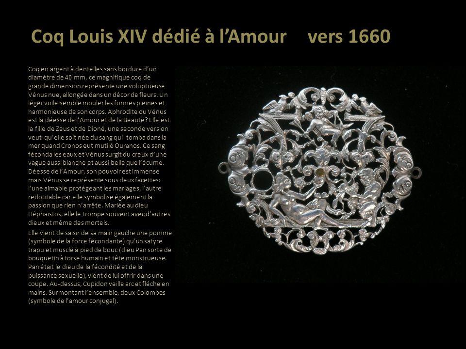 Coq Louis XIV dédié à lAmour vers 1660 Coq en argent à dentelles sans bordure dun diamètre de 40 mm, ce magnifique coq de grande dimension représente
