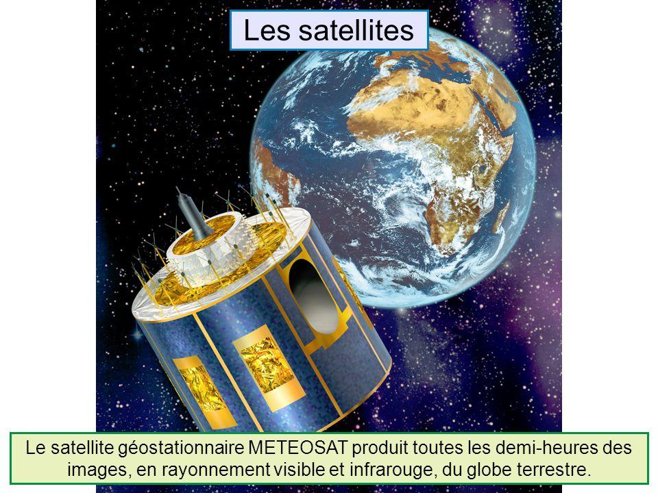 Le satellite géostationnaire METEOSAT produit toutes les demi-heures des images, en rayonnement visible et infrarouge, du globe terrestre.