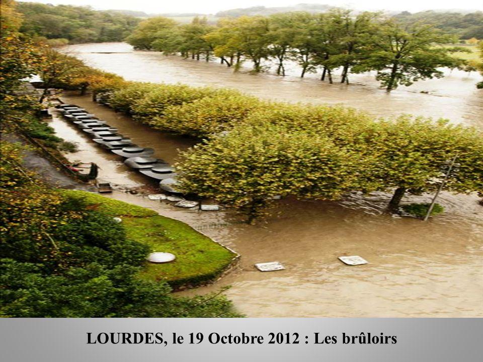 LOURDES, le 19 Octobre 2012 : Kiosque à cierges