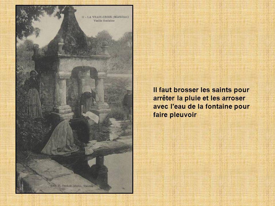 Une fontaine Saint-Hervé, située à l'aire de Ruléa, distille une eau limpide censée guérir les maladies des yeux. Le jour du pardon, la procession se