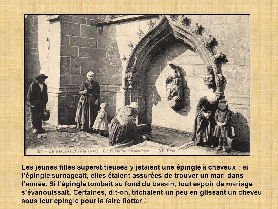 Les jeunes filles superstitieuses y jetaient une épingle à cheveux : si lépingle surnageait, elles étaient assurées de trouver un mari dans lannée.