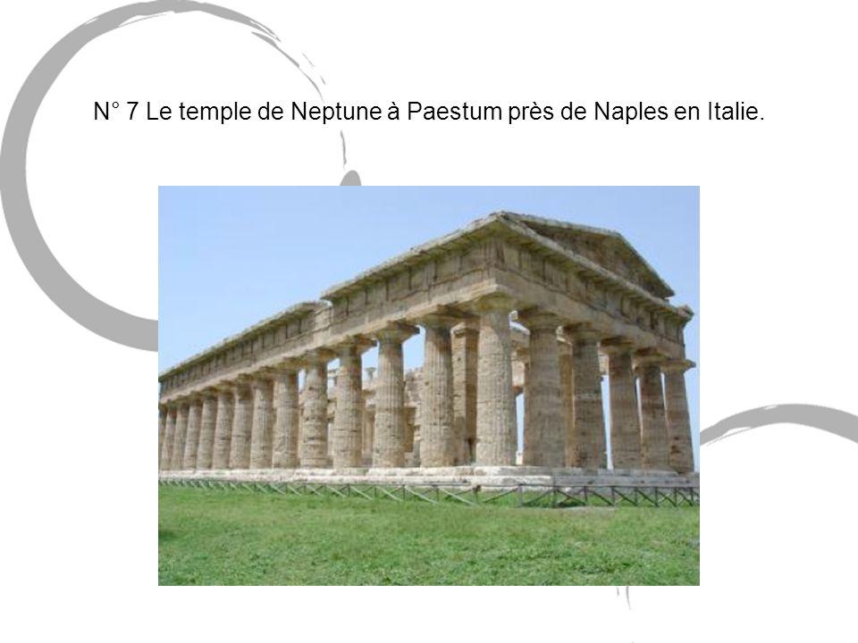 N° 7 Le temple de Neptune à Paestum près de Naples en Italie.