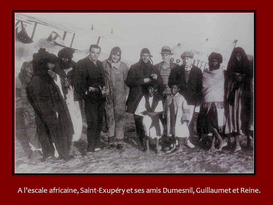 Le 1 er Septembre 1919, Didier Daurat et Jean Dombray prennent les commandes dun Bréguet XIV avec des sacs de lettres factices et un passager : le con
