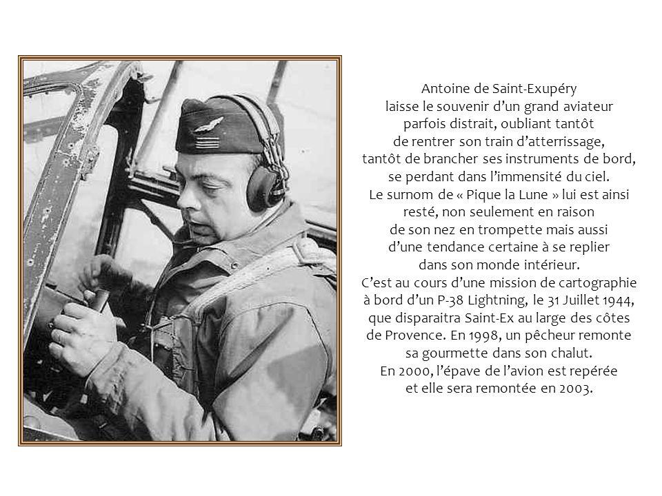 En 1926, Saint-Exupéry est embauché par Didier Daurat. En 1929, il rejoint Mermoz et Guillaumet en Argentine. Saint-Ex, nommé directeur dexploitation