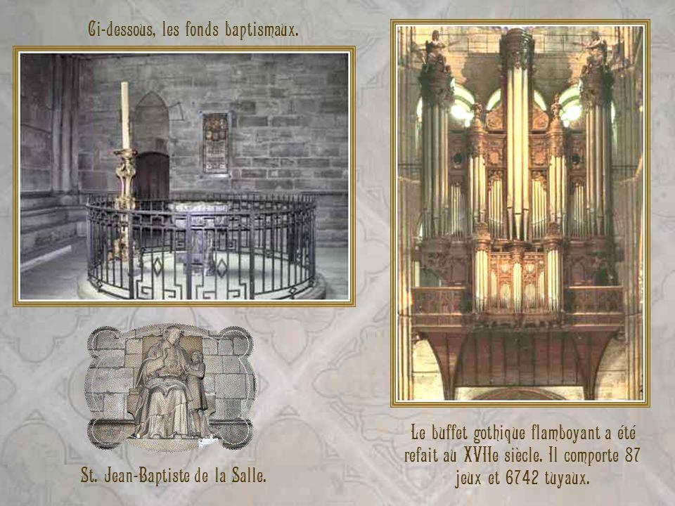 St. Jean-Baptiste de la Salle. Ci-dessous, les fonds baptismaux. Le buffet gothique flamboyant a été refait au XVIIe siècle. Il comporte 87 jeux et 67