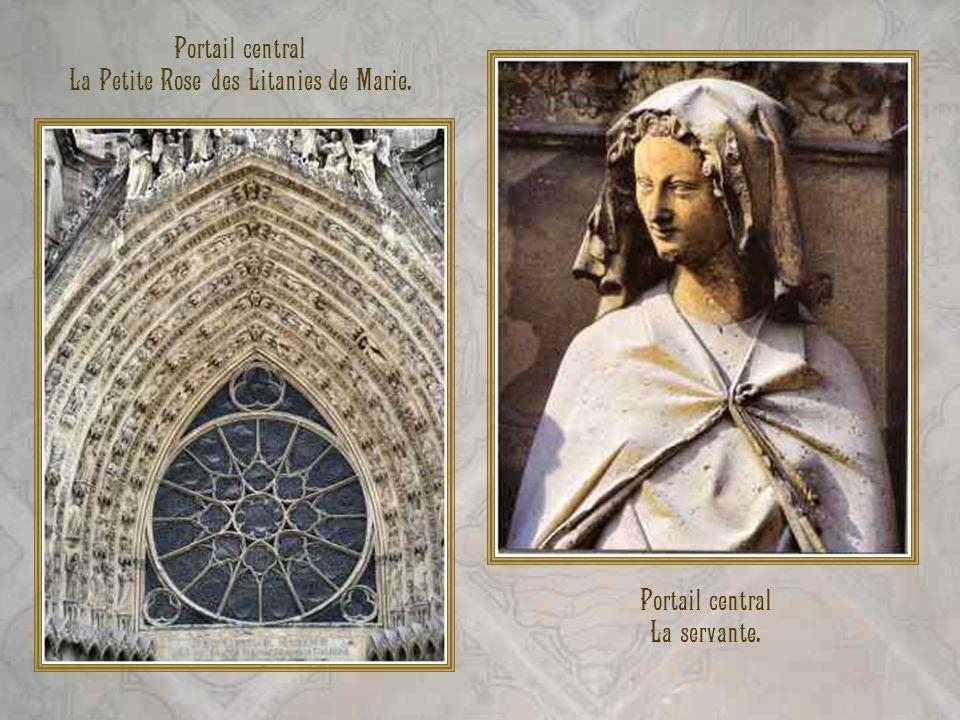 Portail central La servante. Portail central La Petite Rose des Litanies de Marie.