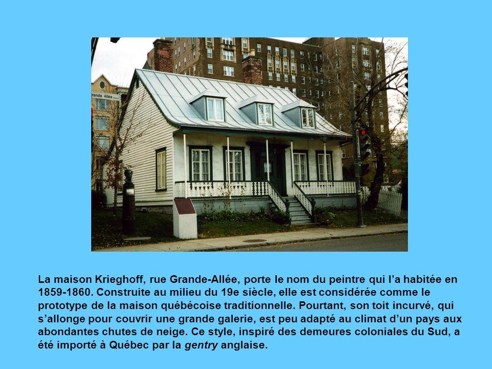Ces belles maisons restaurées de la rue Sainte-Ursule respirent le confort et une certaine aisance. Les deux maisons de droite ont un toit légèrement