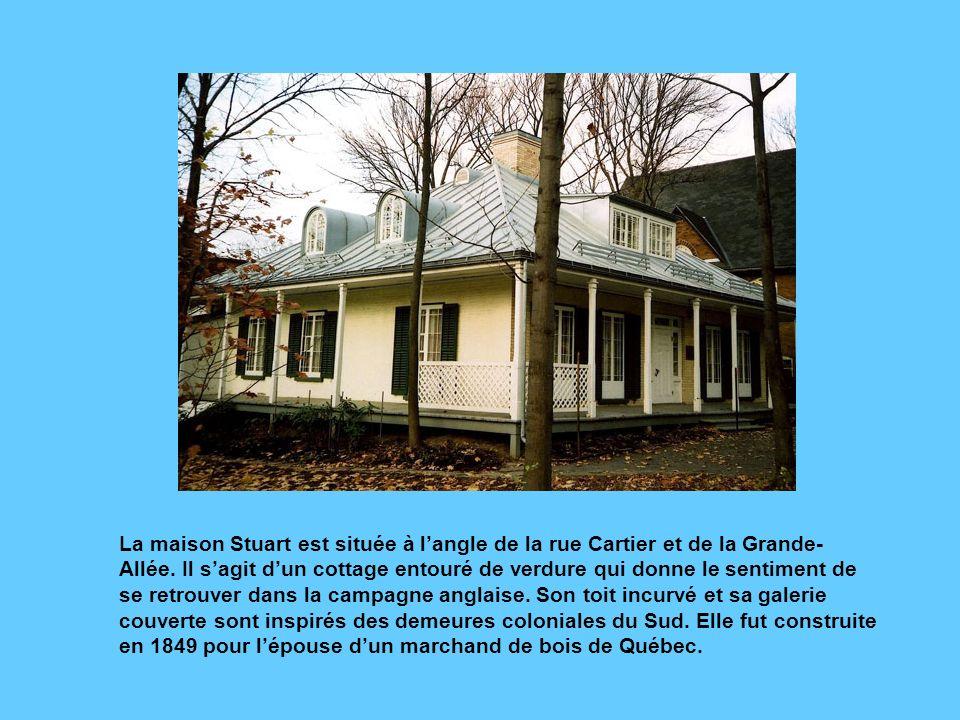 La maison Krieghoff, rue Grande-Allée, porte le nom du peintre qui la habitée en 1859-1860.