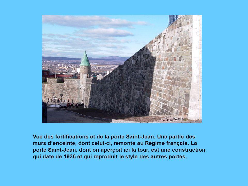 Comme on peut le voir sur ces photos, le style château a fleuri à Québec à partir de la fin du 19e siècle. Cest la construction des portes Saint-Louis