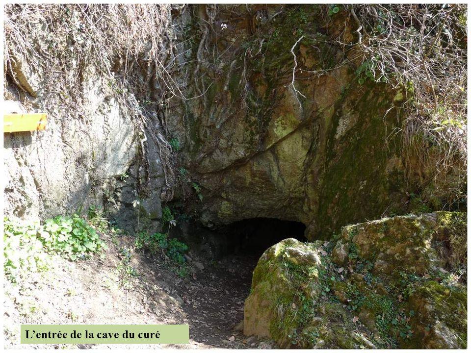 LA CAVE DU CURE L'aqueduc devait traverser quatre passages en siphon pour franchir les vallées, et surtout empreinter plus de trois kilomètres de gale