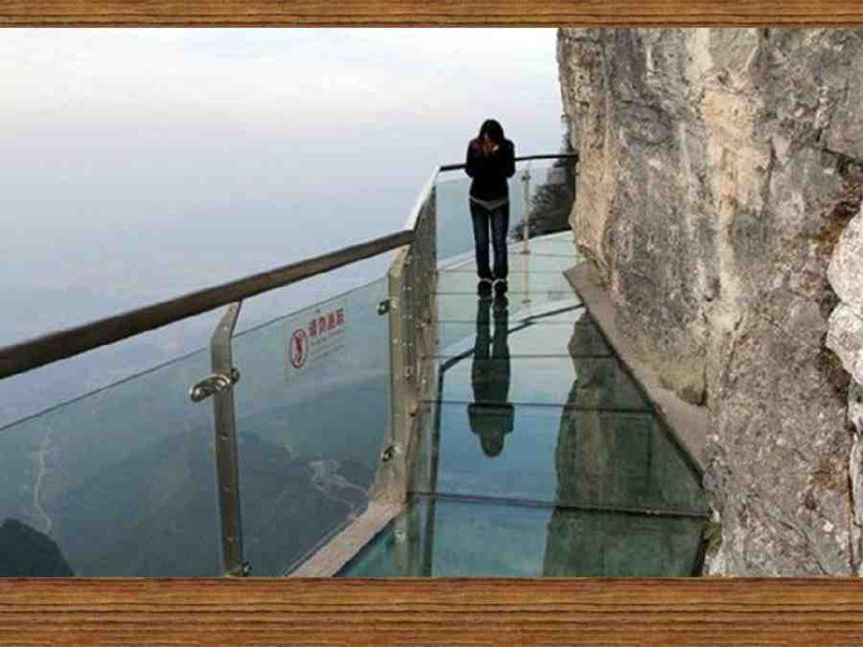 Situé dans la province de Hunan, son point le plus haut est à environ 5.000 mètres au-dessus du niveau de la mer et c est le refuge d une grande quantité de plantes rares.
