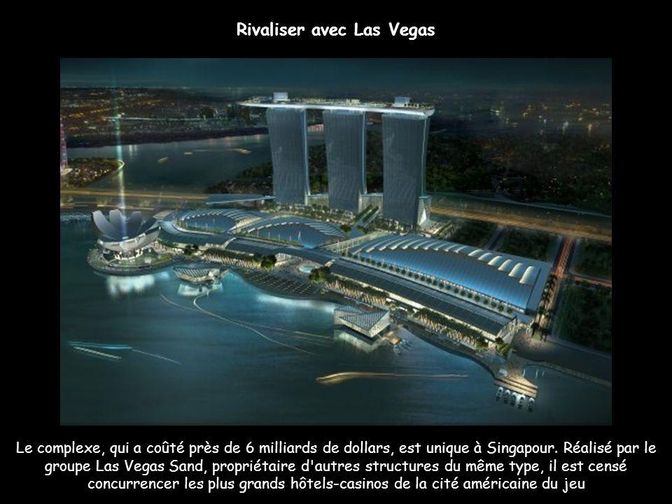 Marina Bay Sands : Casino géant Le Marina Bay Sands abrite un gigantesque casino sur 4 étages. Les passionnés de jeu pourront s'adonner au baccarat, b