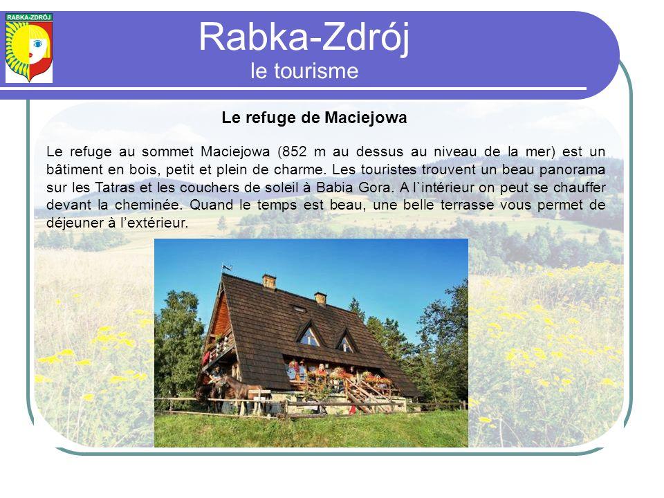 Le refuge de Maciejowa Le refuge au sommet Maciejowa (852 m au dessus au niveau de la mer) est un bâtiment en bois, petit et plein de charme.