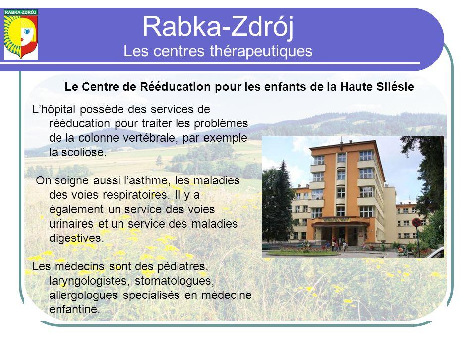 Lhôpital possède des services de rééducation pour traiter les problèmes de la colonne vertébrale, par exemple la scoliose.