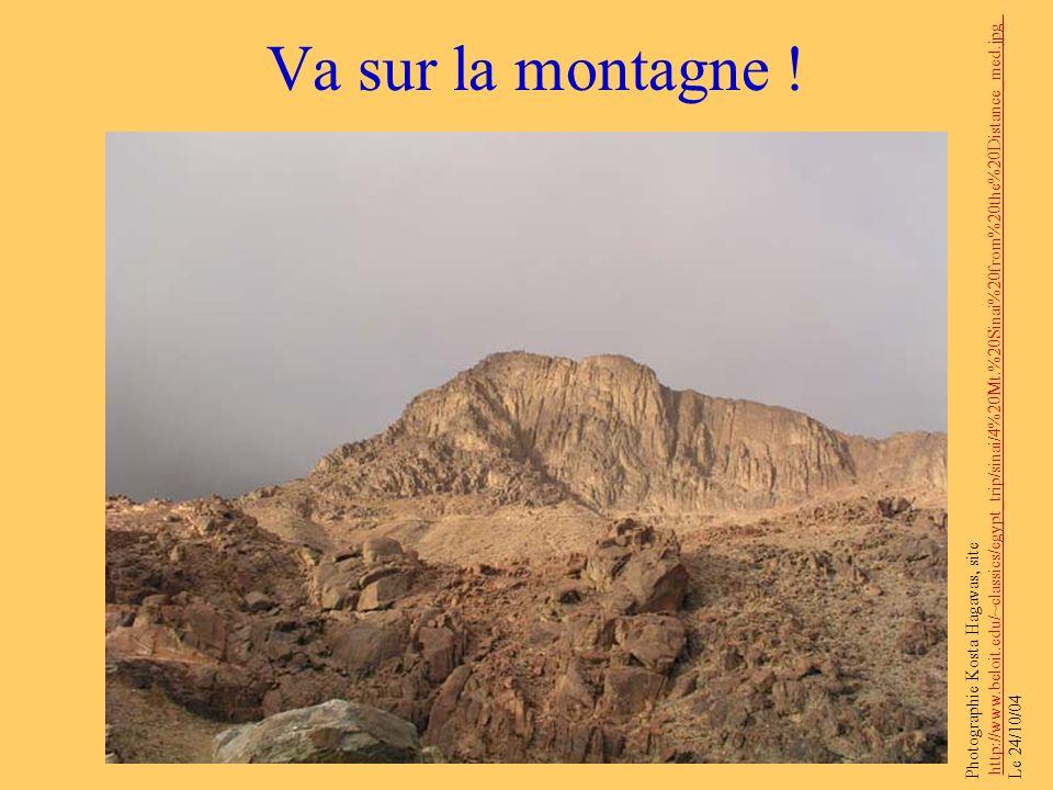 Va sur la montagne ! Photographie Kosta Hagavas, site http://www.beloit.edu/~classics/egypt_trip/sinai/4%20Mt.%20Sinai%20from%20the%20Distance_med.jpg