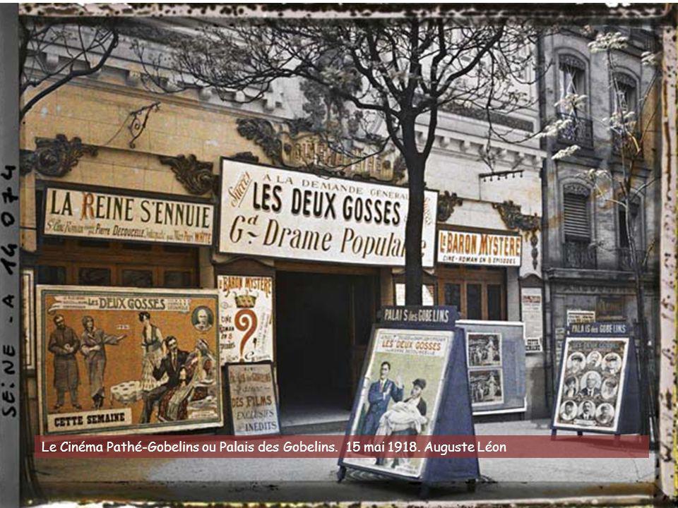 Le photographe Frédéric Gadmer a pris ce cliché le 1er mai 1920 : la station de métro Auteuil, sur le boulevard Exelmans, était bien gardée pour ce jo