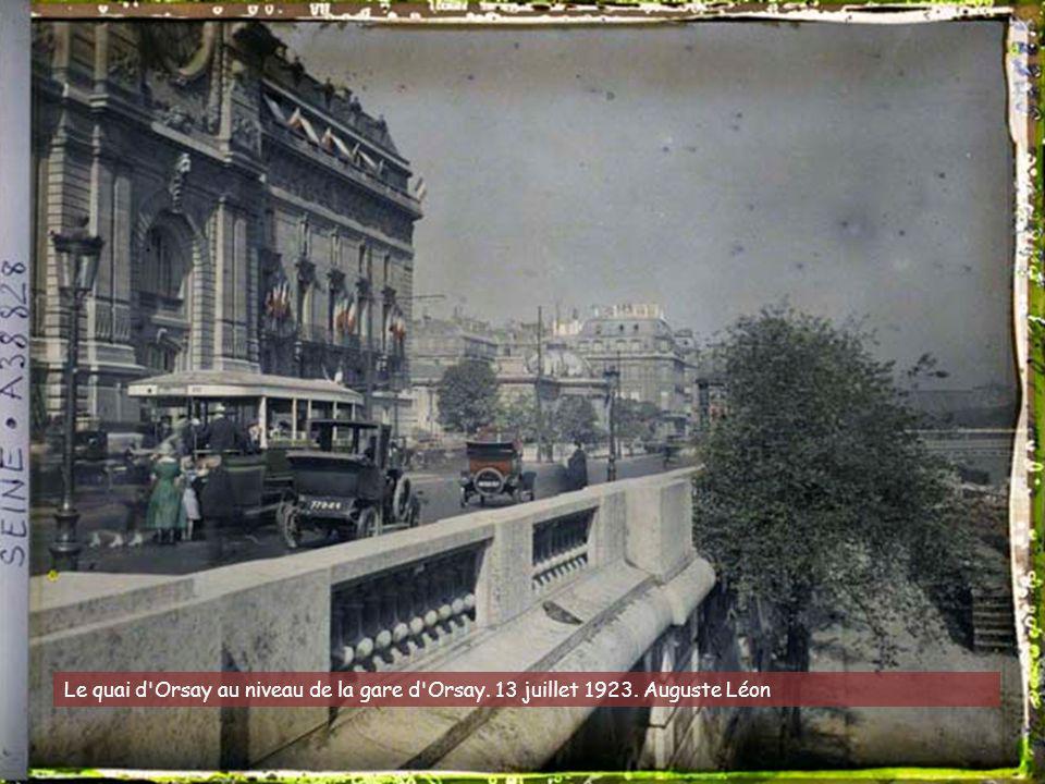 Parvis de Notre-Dame. 1918
