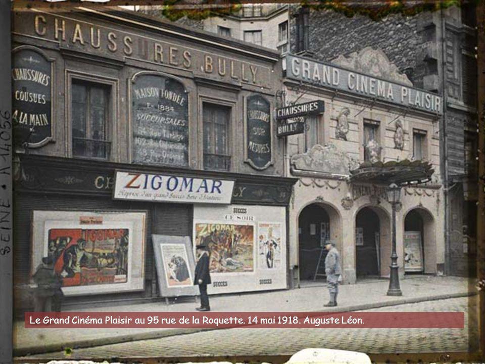 La rue de Rivoli longeant l'hôtel de ville. 13 juillet 1919. Georges Chevalier (?)