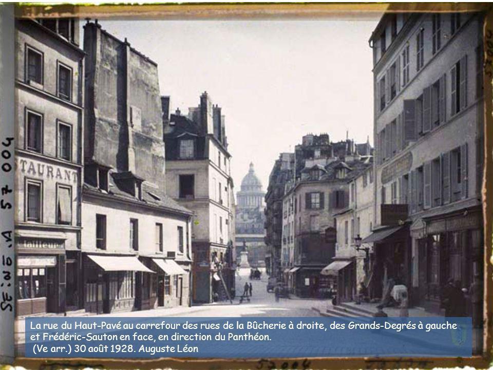 La rue Saint-Honoré, à l'angle de la rue de la Sourdière. (Ier arr.) 27 juin 1914. Stéphane Passet (?)