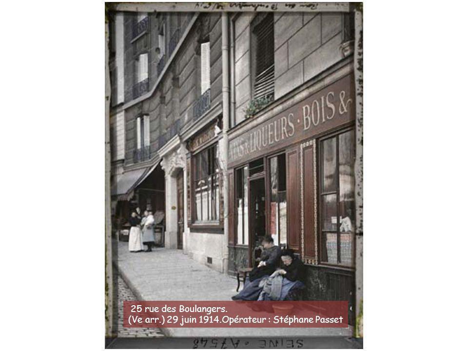 L'angle des rues Saint-Jacques, Galande et Saint- Julien-le-Pauvre. (Ve arr.) 8 juillet 1914.