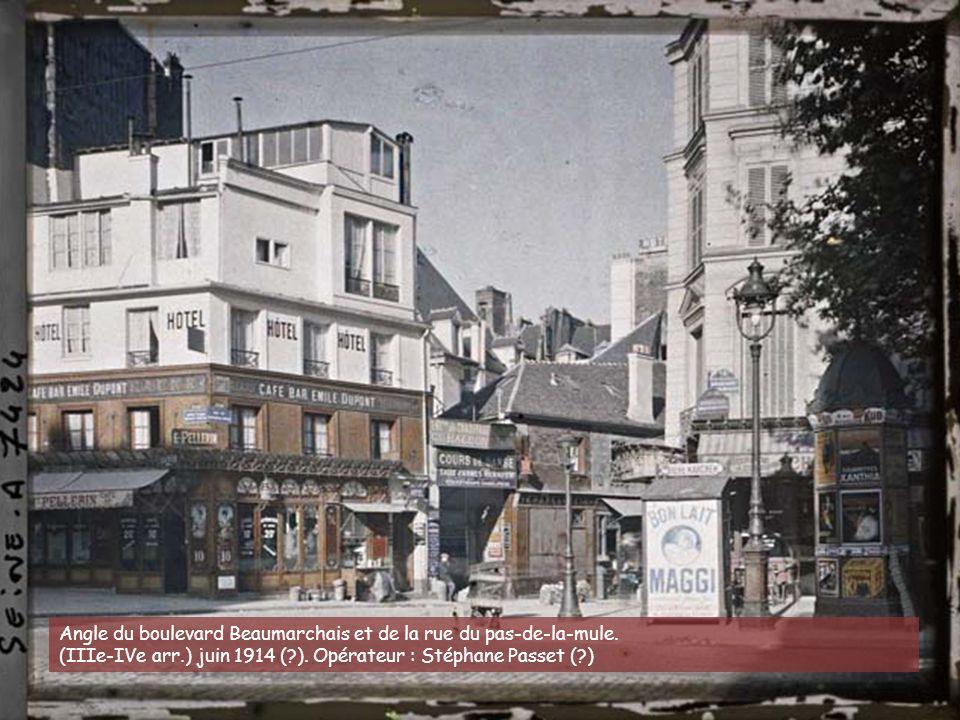 La rue des Martyrs en direction de l'église Notre-Dame-de-Lorette, avec à gauche la rue de la Tour d'Auvergne. (IXe arr.) juin-juillet 1914.Opérateur