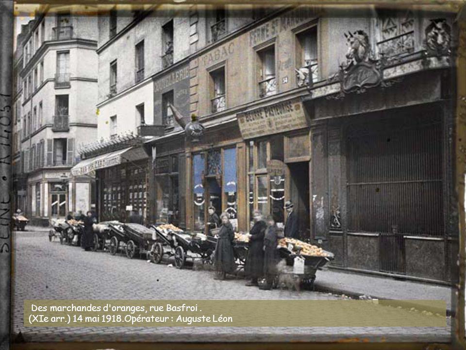 Angle du boulevard Beaumarchais et de la rue du pas-de-la-mule. (IIIe-IVe arr.) juin 1914 (?). Opérateur : Stéphane Passet (?)
