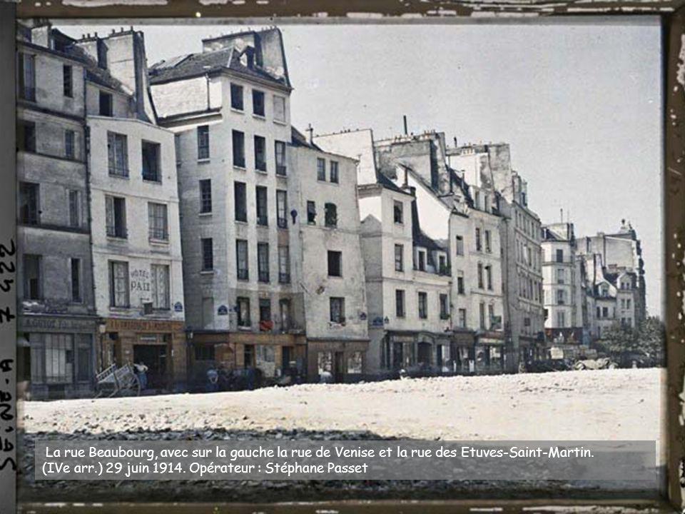 Des marchandes d'oranges, rue Basfroi. (XIe arr.) 14 mai 1918.Opérateur : Auguste Léon