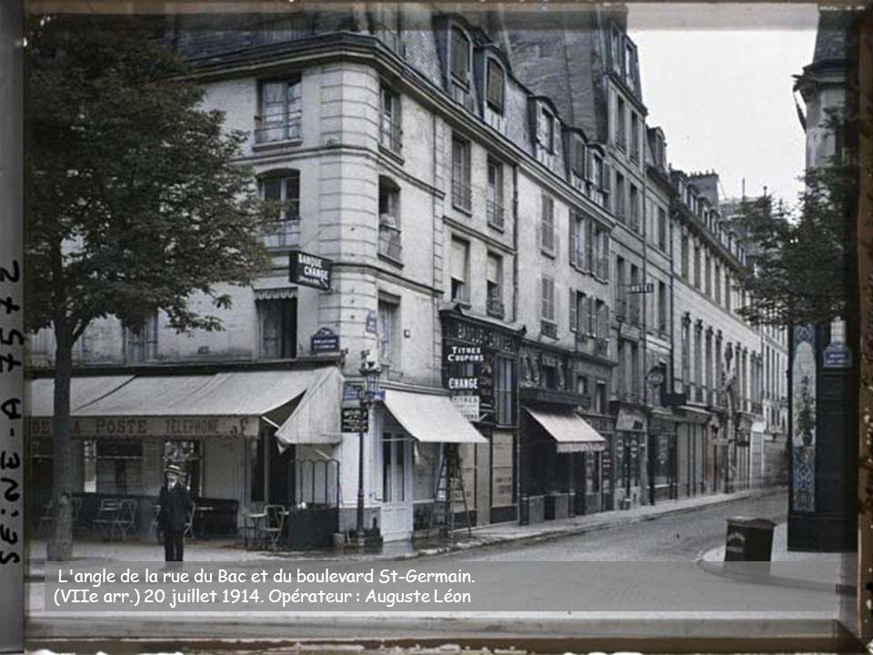 La rue de Seine, au niveau du numéro 12. (VIe arr.) 16 juillet 1914. Opérateur : opérateur non mentionné