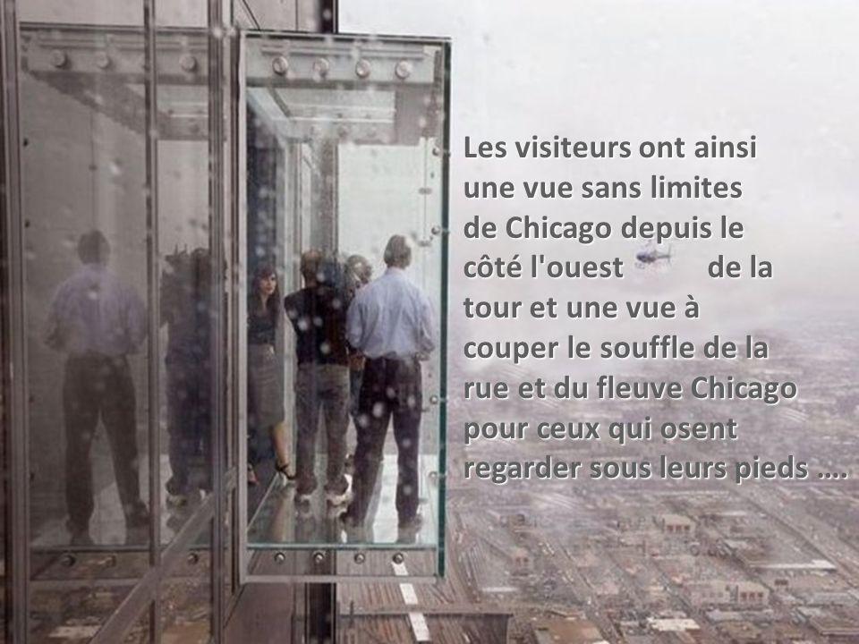 le balcon transparent surnommé l'étagère est maintenant ouvert au public.