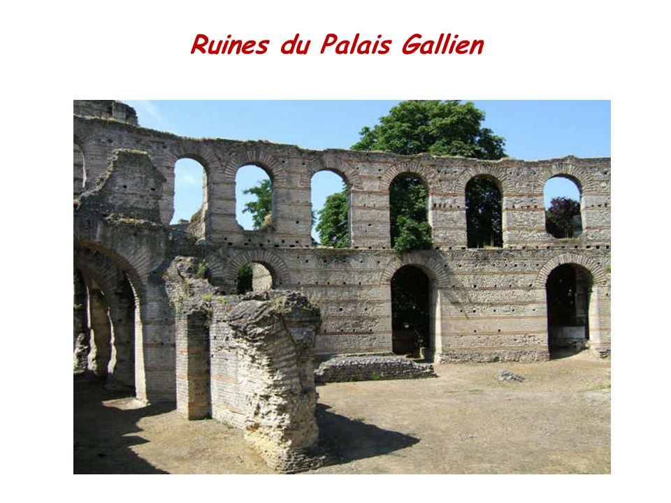PROMENADE DANS BORDEAUX « Tout dans le Bordeaux moderne respire la grandeur comme à Versailles ; tout dans le vieux Bordeaux raconte lhistoire comme à Anvers.