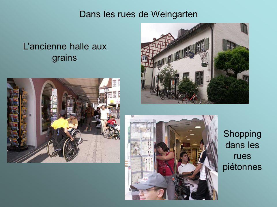 Dans les rues de Weingarten Lancienne halle aux grains Shopping dans les rues piétonnes