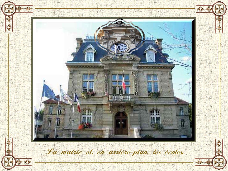 La mairie de Conflans est le troisième lieu choisi pour y être implantée définitivement. En 1882, Simon Ambroise Chapellier fait un legs pour construi