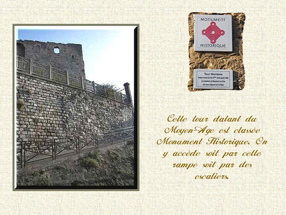 La tour Montjoie En 876, un château de bois accueillait les reliques de Sainte Honorine pour échapper aux Vikings.