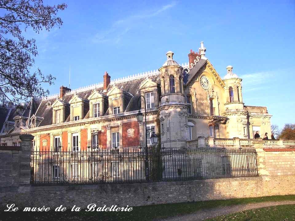 Le château et son parc occupent à peu près lemplacement du domaine de lancien prieuré bénédictin fondé en 1080 pour la vénération des reliques de sainte Honorine.