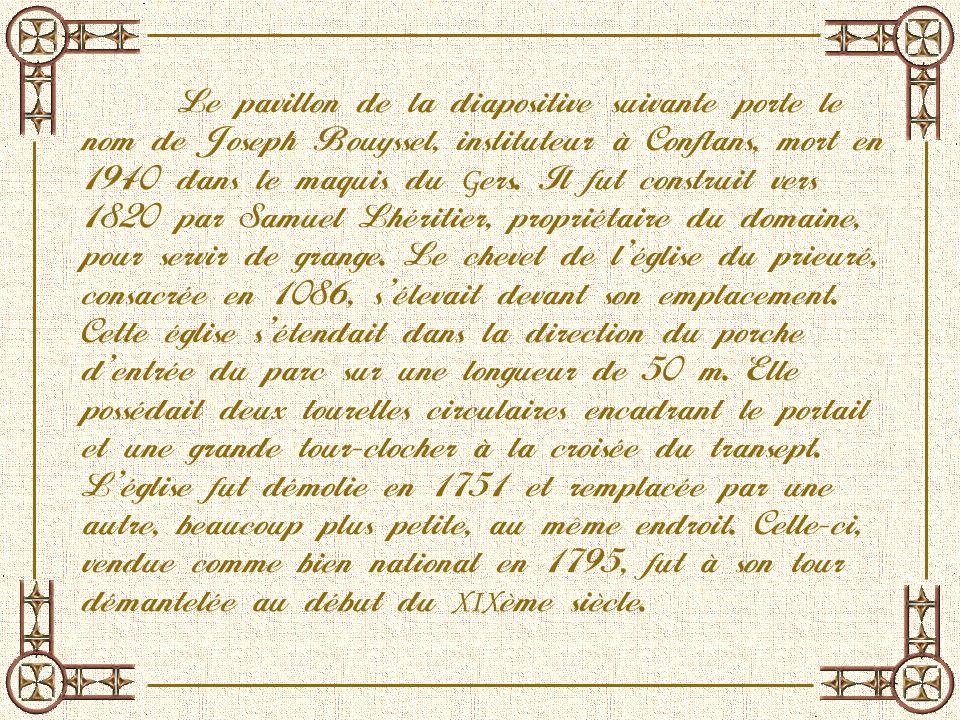 Sous le porche de lentrée du musée, est exposé un avant de coque de Berrichon, « lOcéanor », matricule BG.1543.