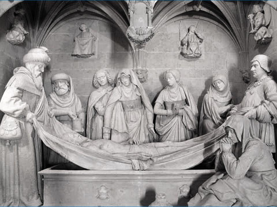 A droite se situe la Chapelle Notre Seigneur. Elle comporte un immense tombeau en grotte qui est surmonté d'un calvaire. Les parois du caveau sont déc