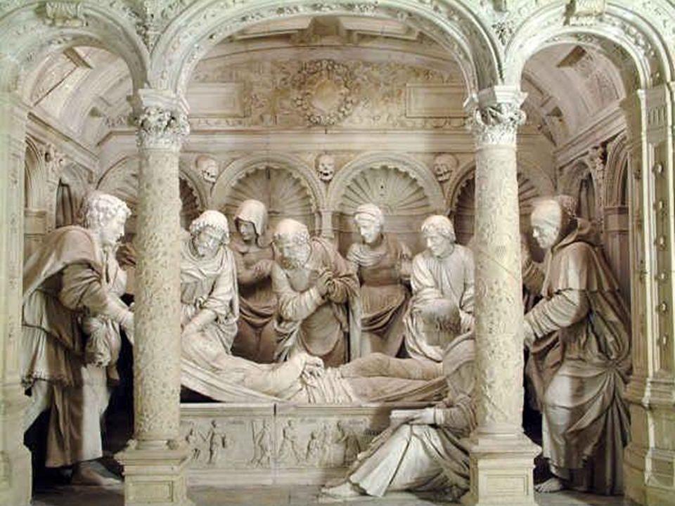 Au fond de la chapelle, et faisant écho au sépulcre de Notre Seigneur, se trouve la Dormition de Notre Dame la Belle.