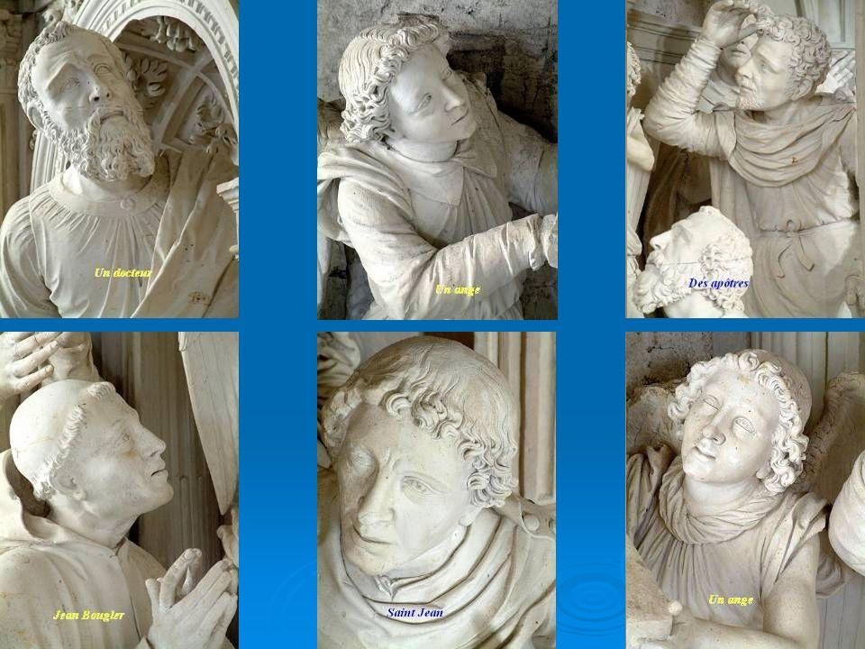 L'Assomption Dans l'arche centrale deux niveaux : - En-bas deux personnages à genoux : David, avec sa harpe, et un moine qui pourrait bien être encore
