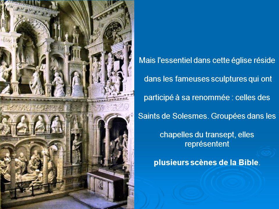 À gauche, près de la stalle abbatiale, se trouve la statue de Notre-Dame du Lys, du 14ème siècle, sous laquelle on place les reliquaires des saints au