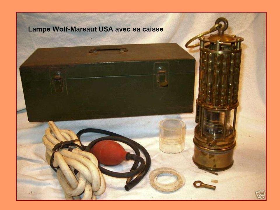 Lampe Wolf avec une cuirasse Marsaut de 1925 de Pittsburg USA Collection Josy A gauche la même plus récente