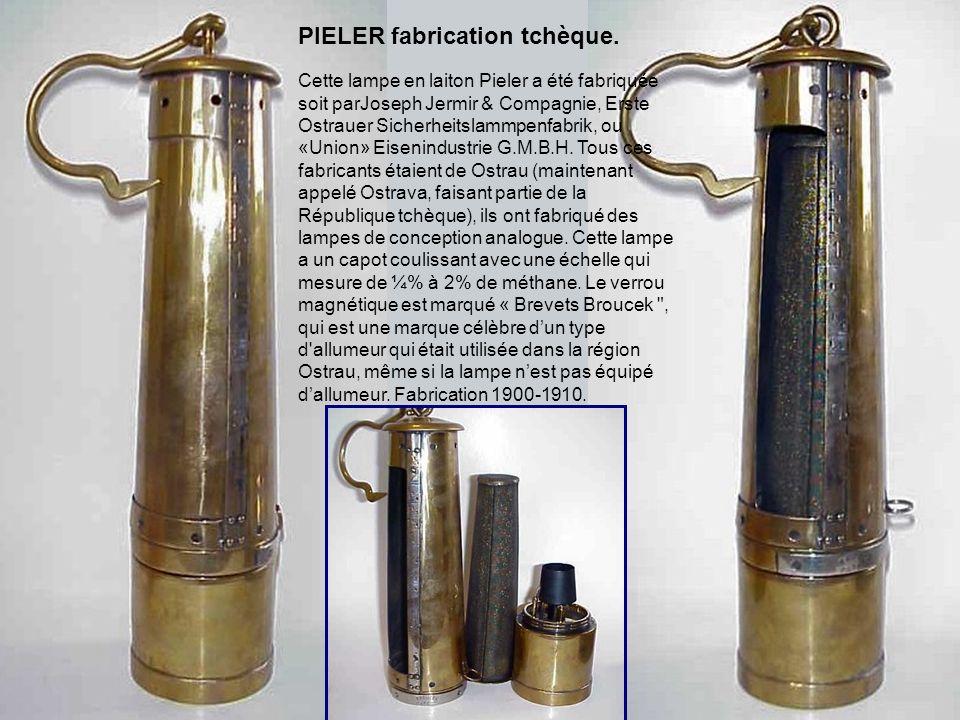 Early Friemann & Wolf lampe Pieler, serial no. 80643. Les bases de la lampe ressemblent à une n° 700, mais modifiée avec un capot amovible avec une po
